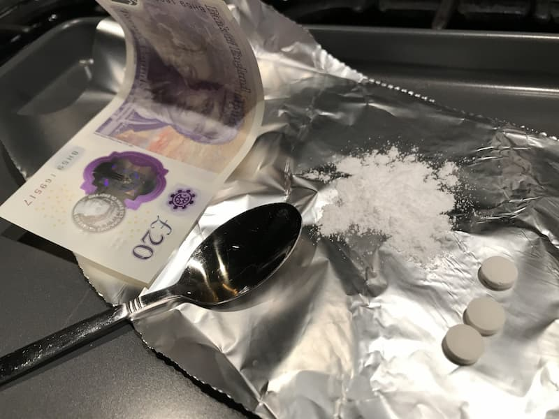 picture-of-drugs-and-money